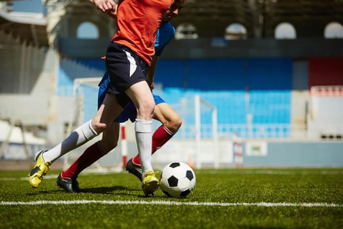 Atletas de final de semana: futebol só aos domingos pode matar