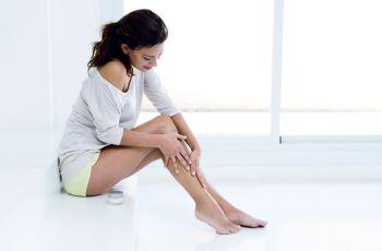 Pernas cansadas pode aumentar no verão