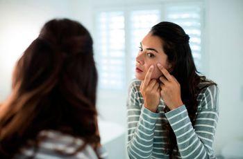 Espinhas no rosto: o que você precisa saber sobre elas