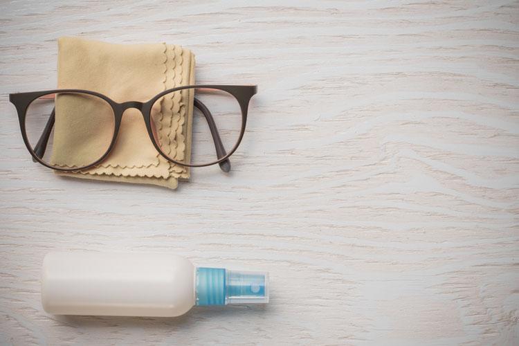 Lentes de contato ou óculos - limpeza