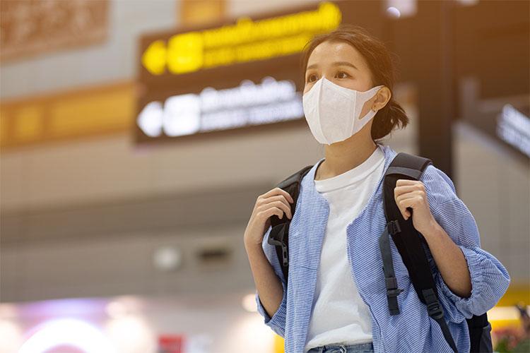 mascaras de protecao respiratoria em aeroportos